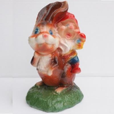 Заяц с гномом садовая фигура